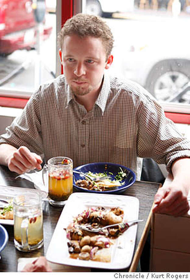 Chef Ian Begg of Cafe Majestic having lunch at the House of Nanking in San Francisco. COOKS11_014_KR.jpg  Kurt Rogers / The Chronicle Photo taken on 9/28/07, in San Francisco, CA, USA  Ran on: 10-28-2007  Cafe Majestic chef Ian Begg likes to eat at House of Nanking on the North Beach edge of Chinatown in San Francisco. Photo: Kurt Rogers