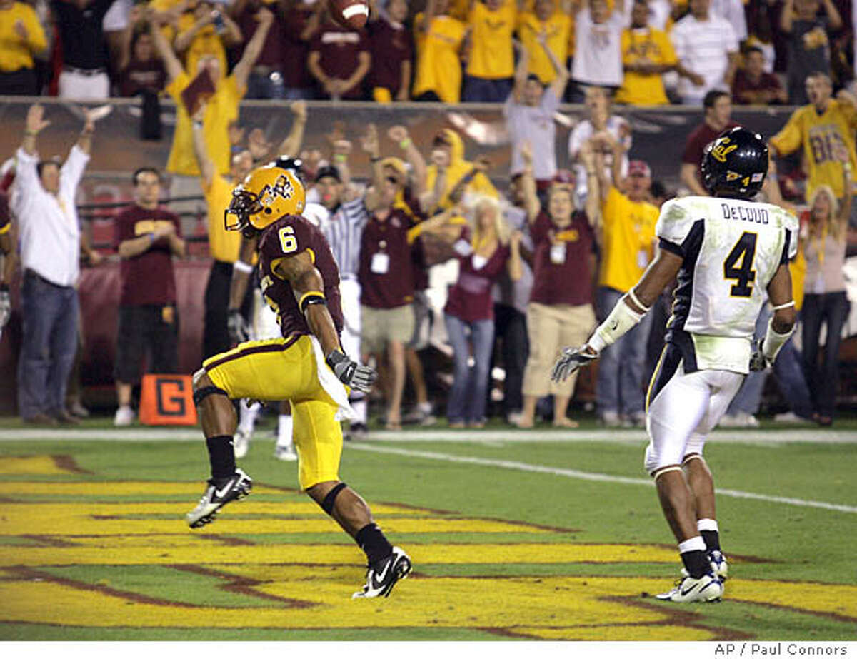 Arizona State wide receiver Kyle Williams (6), runs into the end zone for a touchdown in front of California safety Thomas DeCoud (4) in the fourth quarter of a college football game Saturday, Oct. 27, 2007, in Tempe, Ariz. Arizona State won 31-20. (AP Photo/Paul Connors)