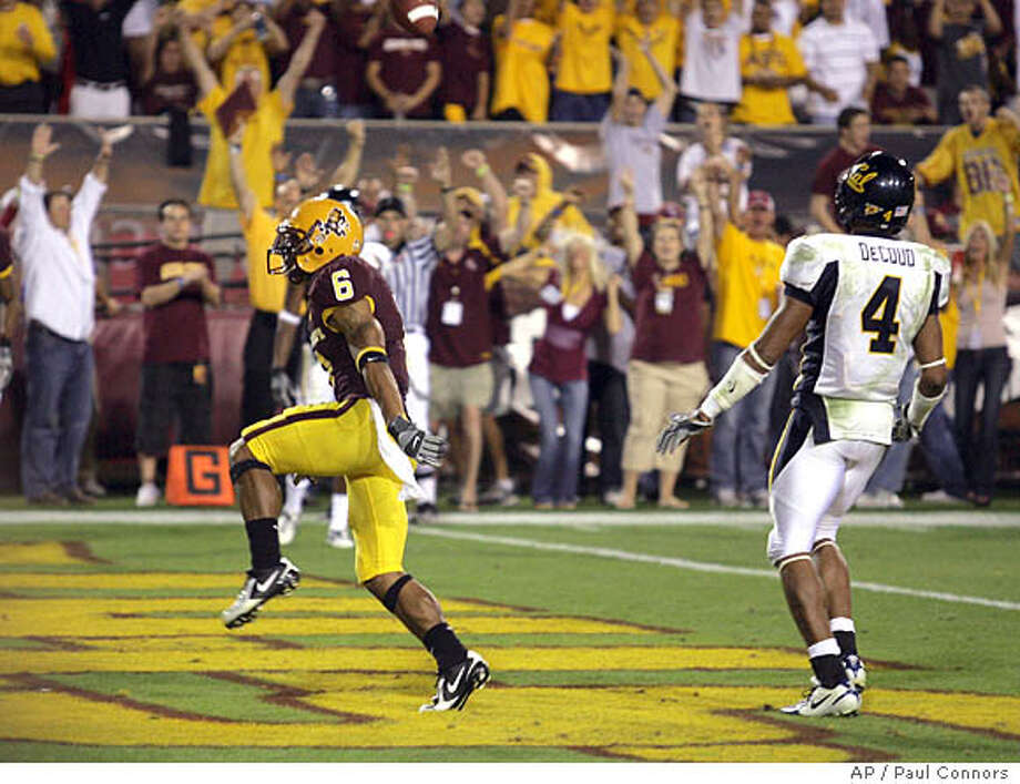 Arizona State wide receiver Kyle Williams (6), runs into the end zone for a touchdown in front of California safety Thomas DeCoud (4) in the fourth quarter of a college football game Saturday, Oct. 27, 2007, in Tempe, Ariz. Arizona State won 31-20. (AP Photo/Paul Connors) Photo: Paul Connors