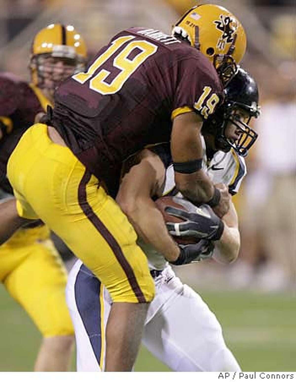 California tight end Craig Stevens, right, makes a reception in front of Arizona State free safety Josh Barrett, left, in the first quarter of a college football game Saturday, Oct. 27, 2007, in Tempe, Ariz.(AP Photo/Paul Connors)