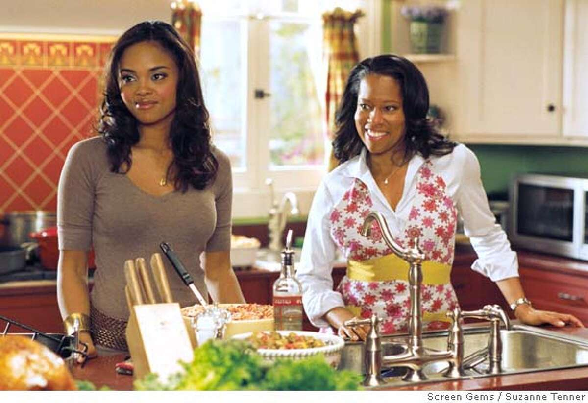 PK-20: (l-r) SHARON LEAL as Kelli Whitfield and REGINA KING as Lisa Moore star in Screen Gems� THIS CHRISTMAS. Ran on: 11-21-2007 Mekhi Phifer and Sharon Leal in This Christmas.