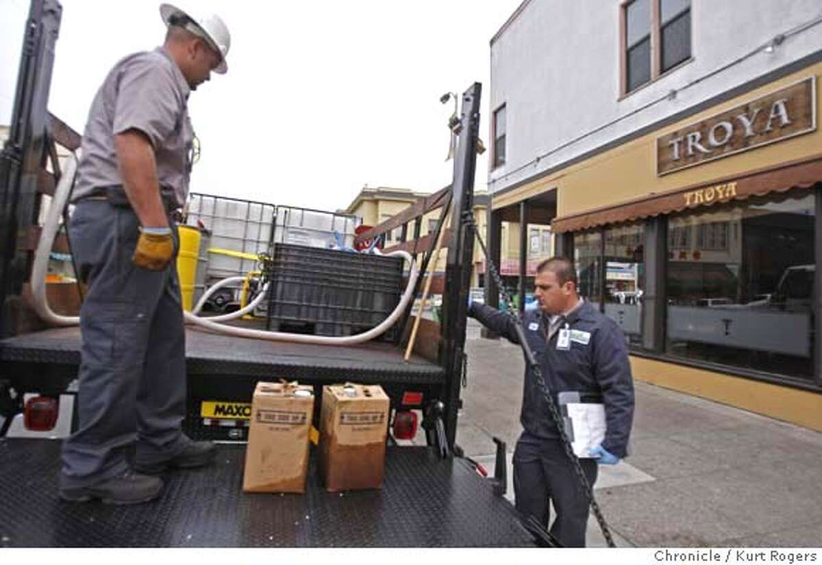 Joshua Mire and David Silvestri (cq) load used oil on to a truck out side Troya restaurant on Clement St in San Francisco. The oil will be turned into Biodiesel for city run vehicles. San Francisco has a new program to recycle restaurant grease and oil and turn it into biodiesel for city vehicles. GREASECYCLE20_0028_KR.jpg Kurt Rogers / The Chronicle Photo taken on 11/16/07, in San Francisco, CA, USA MANDATORY CREDIT FOR PHOTOG AND SAN FRANCISCO CHRONICLE/NO SALES-MAGS OUT