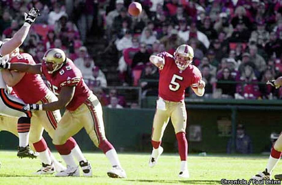 49ers QB Jeff Garcia chose the sentimental, scene-setting option on his very first pass of the day, a completion to Jerry Rice. Chronicle photo by Paul Chinn