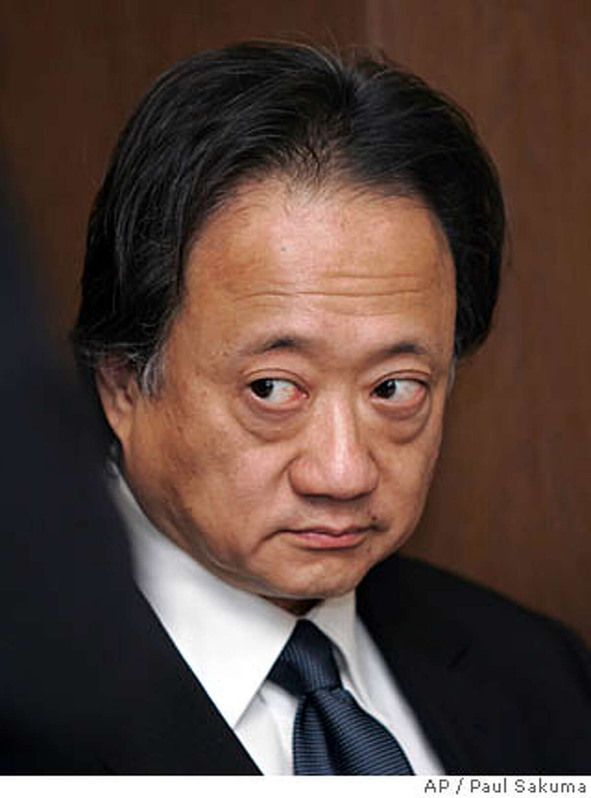 Norman Hsu prepares to surrender as he arrives at a San Mateo County Superior Court in Redwood City, Calif., Friday, Aug. 31, 2007. Hsu, a top Democratic fundraiser wanted as a fugitive in California, turned himself in Friday to face a grand theft charge. After reports surfaced this week of Hsu's fugitive status in California, Sen. Hillary Rodham Clinton, (D-NY) joined other candidates in returning thousands of dollars Hsu raised. (AP Photo/Paul Sakuma)
