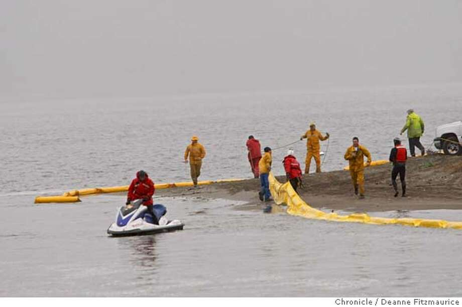 Local citizens teamed up with volunteer firefighters and people from the Marin Openspace District work on setting up a boom to prevent the oil from coming in to Bolinas lagoon. Photographed in Bolinas on 11/10/07. Deanne Fitzmaurice / The Chronicle Photo: Deanne Fitzmaurice