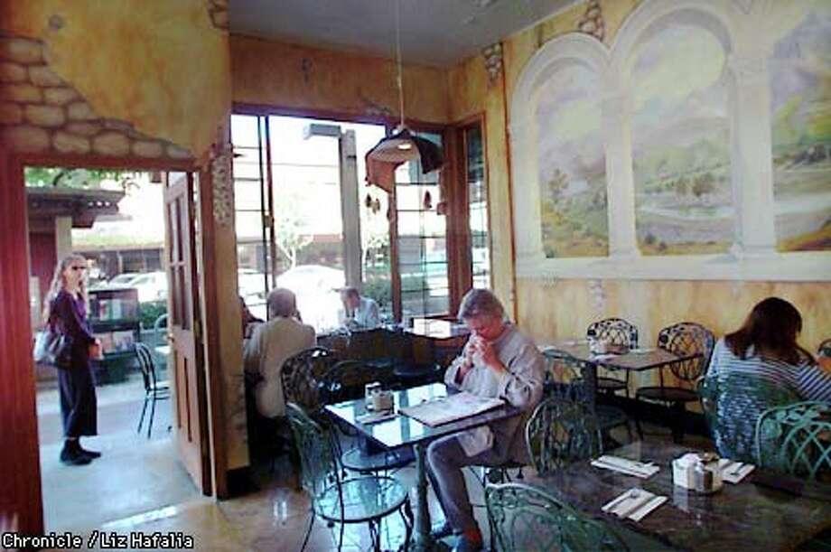 PNSILAN13-C-03OCT00-PF-LH --Cafe Silan--867 Santa Cruz--in Menlo Park. .  PHOTO BY LIZ HAFALIA/SAN FRANCISCO CHRONICLE