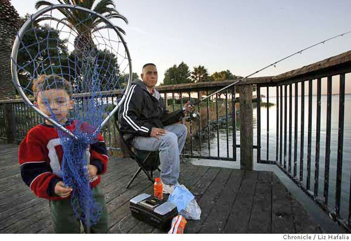 MERCURY_016_LH.JPG The results of a $4.5 million three-year project to test fish will be known to bay area anglers such as Eduardo Avila, 3 years old, with his father Felix Avila, who fish several times a month at the Pittsburg Marina. Felix's number is (925)261-0956. Liz Hafalia/The Chronicle/San Francisco/11/2/07 ** Eduardo Avila, Felix Avila cq �2007, San Francisco Chronicle/ Liz Hafalia MANDATORY CREDIT FOR PHOTOG AND SAN FRANCISCO CHRONICLE. NO SALES- MAGS OUT.