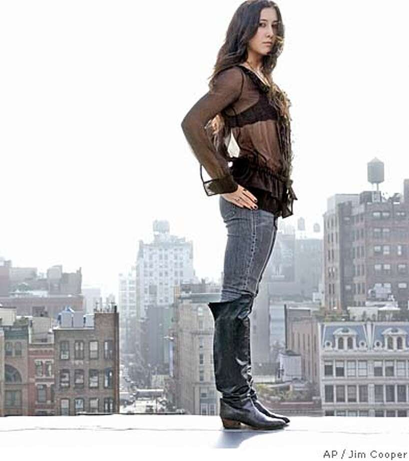 Singer Vanessa Carlton is photographed in New York, Oct. 5, 2007. (AP Photo/Jim Cooper) Photo: Jim Cooper