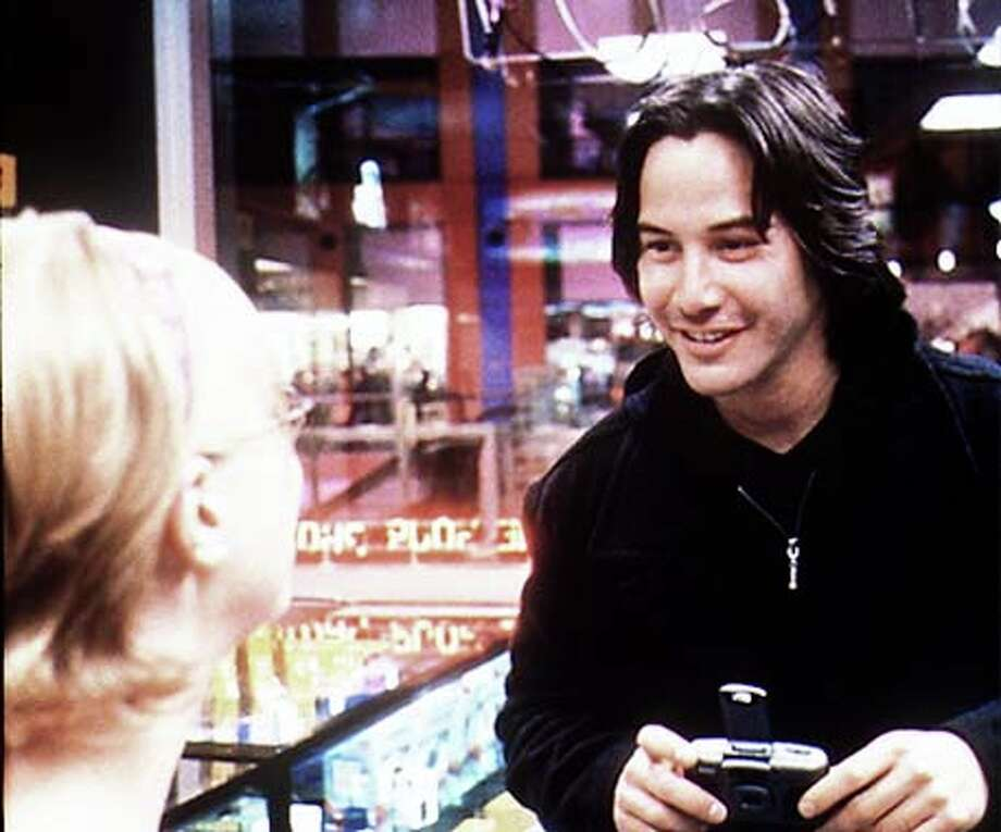 In ``The Watcher,'' Keanu Reeves plays a not-so-creepy killer who photographs young women and then sends copies of the prints to an FBI / CHRONICLE
