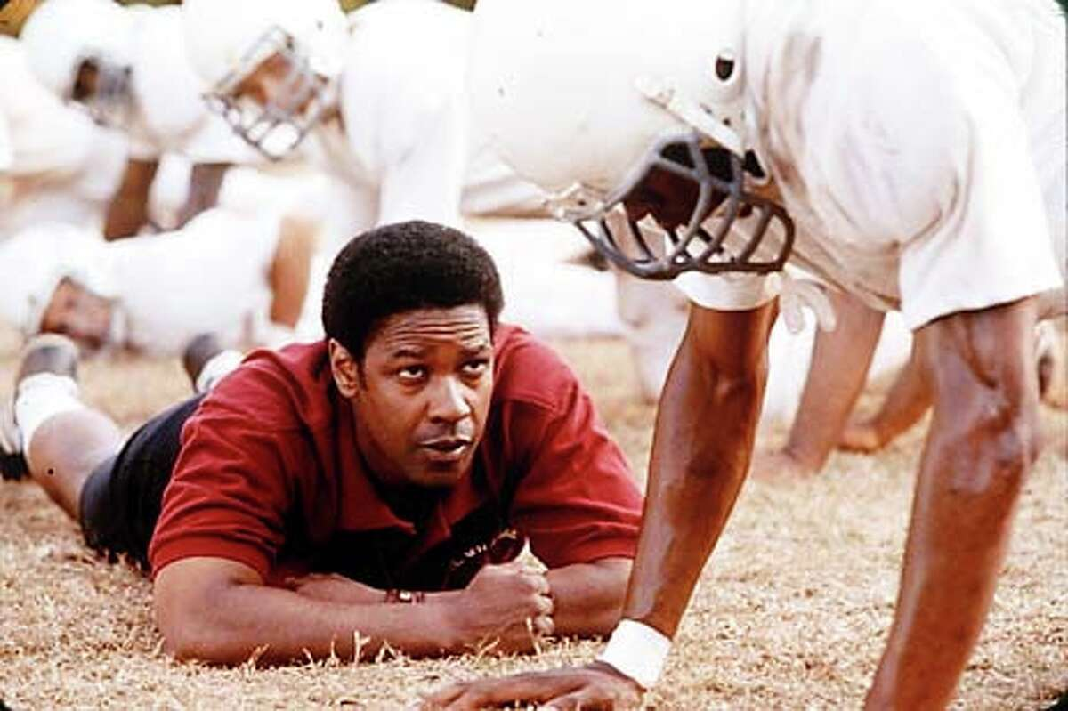 Denzel Washington plays the head football coach at a Virginia high school created from two schools -- one white, one black -- in
