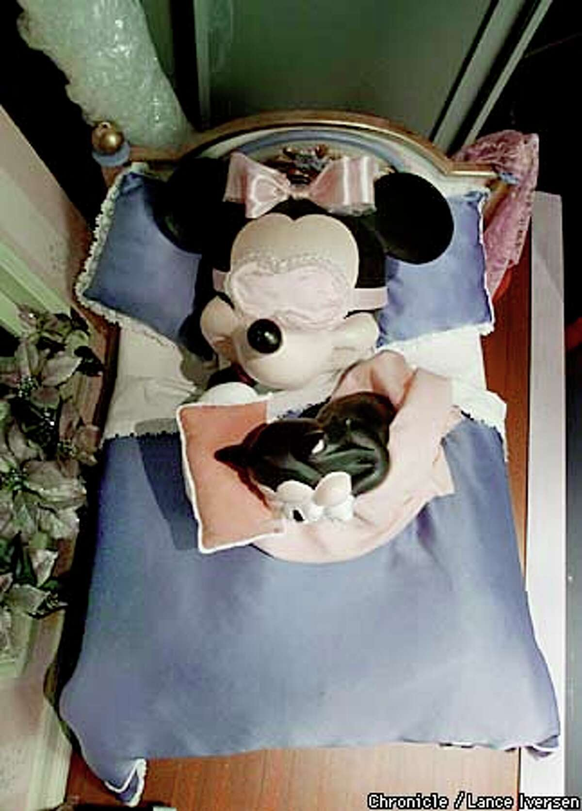 Minnie Mouse naps with her pet cat in another Macy's window. Chronicle photo by Lance Iversen