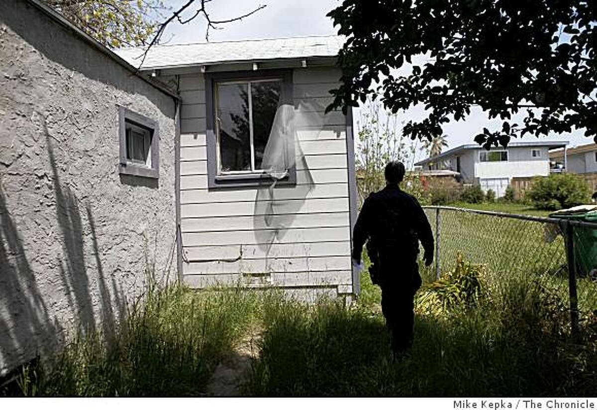 A 2009 file photo of a foreclosed home in Oakland. Between 2007 and 2011, there were more than 10,500 completed foreclosures in Oakland.