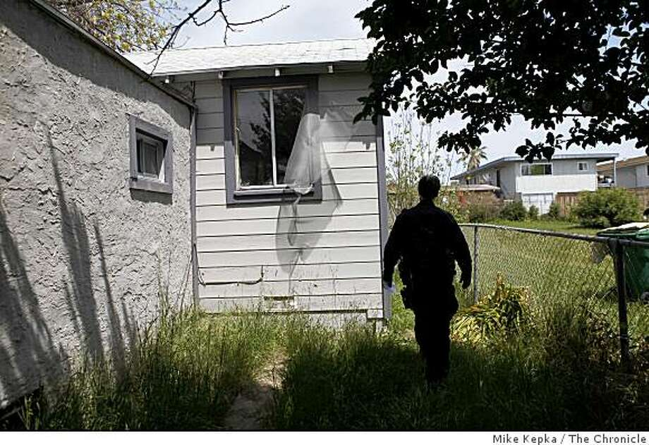A 2009 file photo of a foreclosed home in Oakland. Between 2007 and 2011, there were more than 10,500 completed  foreclosures in Oakland. Photo: Mike Kepka, The Chronicle