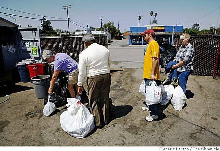 David Martinson (center right) waits in line at a recycle center in Rio Vista in order to turn in some empty cans for cash while he and his girl friend Tena Royal camp on the out skirts of Rio Vista on April 25, 2009. Photo: Frederic Larson, The Chronicle