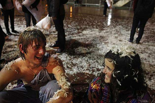 Hundreds join pillow fight, ruffle S.F. cleanup's feathers - SFGate