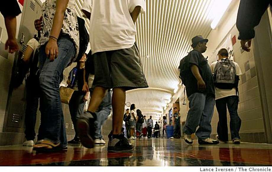 Students at Thurgood Marshall High School in San Francisco fill the hallways as they exit campus after the final bell on Tuesday, April 21, 2009. Photo: Lance Iversen, The Chronicle
