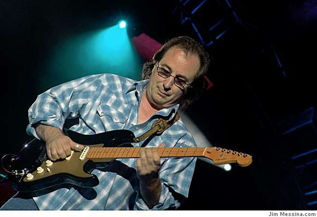 Jim Messina performs for the Loggins and Messina Tour 2005