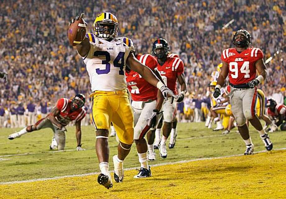 BATON ROUGE, LA - NOVEMBER 20:  Stevan Ridley #34 of the Louisiana State University Tigers scores the go-ahead toucdown in the final minutes of the fourth quarter against the Ole Miss Rebels at Tiger Stadium on November 20, 2010 in Baton Rouge, Louisiana. Photo: Kevin C. Cox, Getty Images