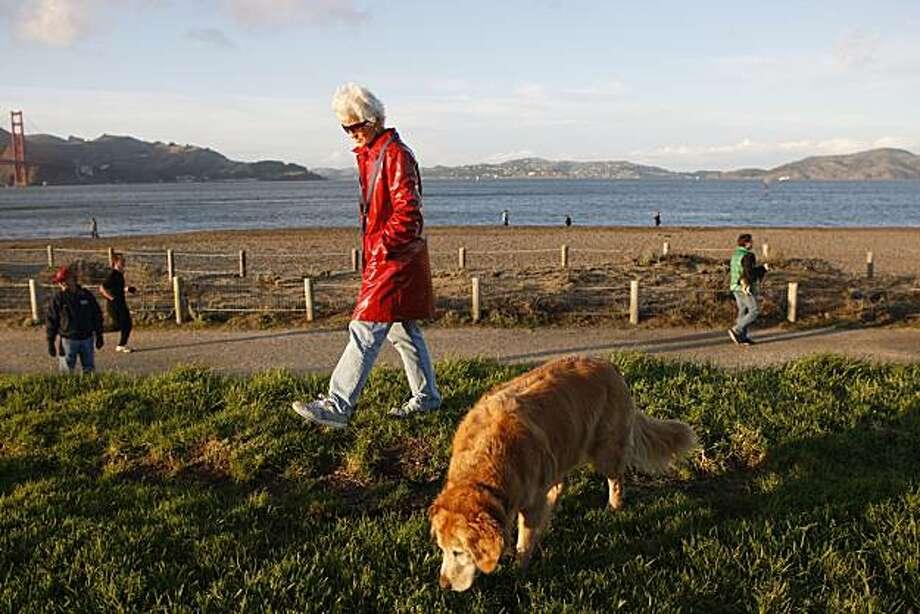 Jan Lassetter walks her dog through Crissy Field in San Francisco, Calif., on Nov. 21, 2010. Photo: Michelle Gachet, The Chronicle
