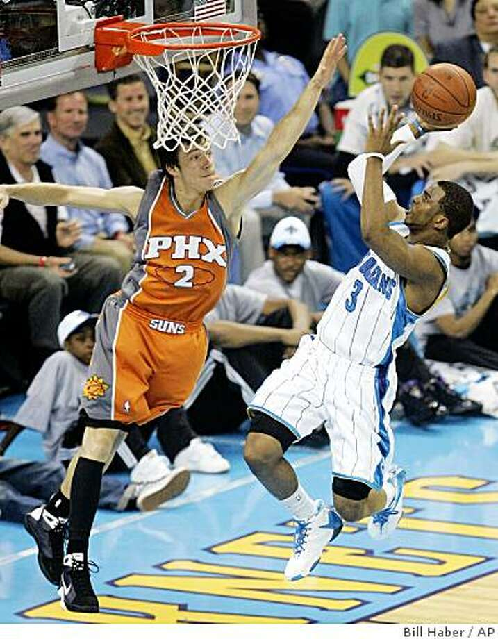 New Orleans Hornets guard Chris Paul (3)  goes to the basket as Phoenix Suns guard Goran Dragic (2), of Slovenia, tries for the block in the first half of an NBA basketball game in New Orleans, Wednesday, April 8, 2009.  (AP Photo/Bill Haber) Photo: Bill Haber, AP