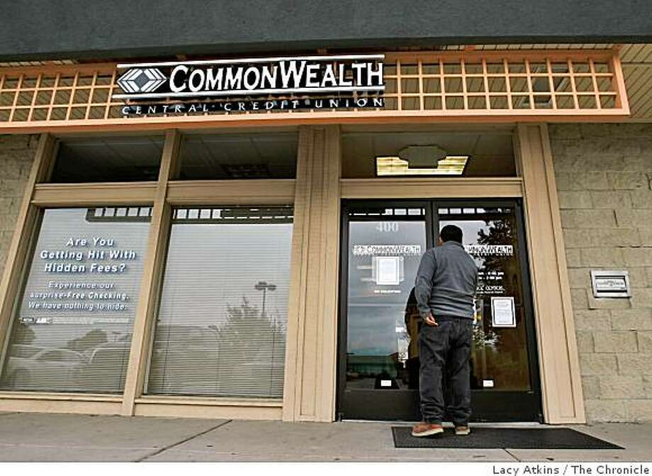 Residents of Morgan Hill were surprised when the banks and credit unions were closed due to the phone lines being cut, Thursday April 9, 2009, in Morgan Hill, Calif. Photo: Lacy Atkins, The Chronicle