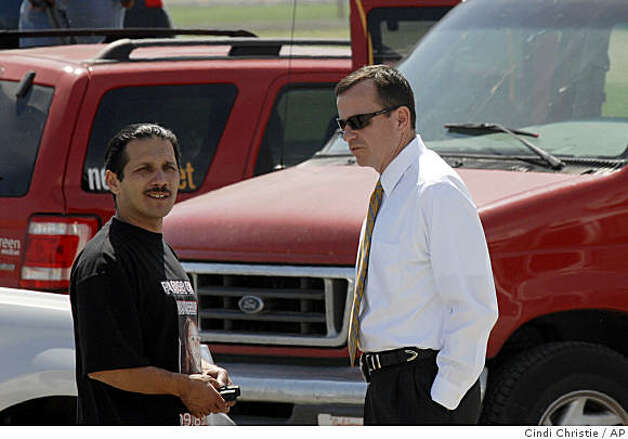 Daniel Cantu, left, speaks with Tracy Police Sgt. Tony Sheneman as a container is examined along a rural road off Tracy Boulevard in Tracy, Calif., on Monday, April 6, 2009. Cantu's daughter, Sandra Cantu, 8, was reported missing from her Tracy home on March 27.   (AP Photo/The Contra Costa Times, Cindi Christie)  ** NO MAGS, NO SALES, NO ARCHIVE, NO T.V., MANDATORY CREDIT ** Photo: Cindi Christie, AP