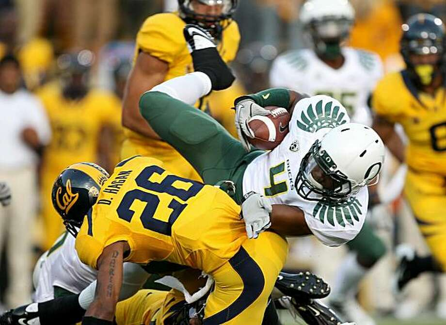 BERKELEY, CA - NOVEMBER 13:  Josh Huff #4 of the Oregon Ducks is hit by Darian Hagan #26 of the California Golden Bears  at California Memorial Stadium on November 13, 2010 in Berkeley, California. Photo: Ezra Shaw, Getty Images