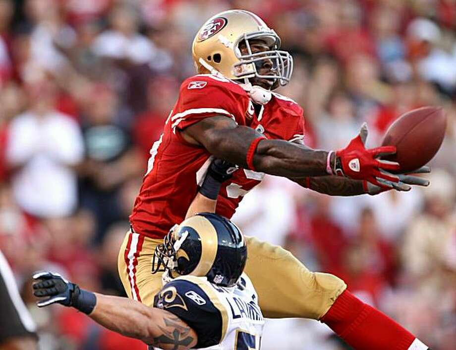 SAN FRANCISCO - NOVEMBER 14:  Vernon Davis #85 of the San Francisco 49ers catches the ball in the endzone over James Laurinaitis #55 of the St. Louis Rams at Candlestick Park on November 14, 2010 in San Francisco, California. The touchdown was not alloweddue to a penalty. Photo: Ezra Shaw, Getty Images