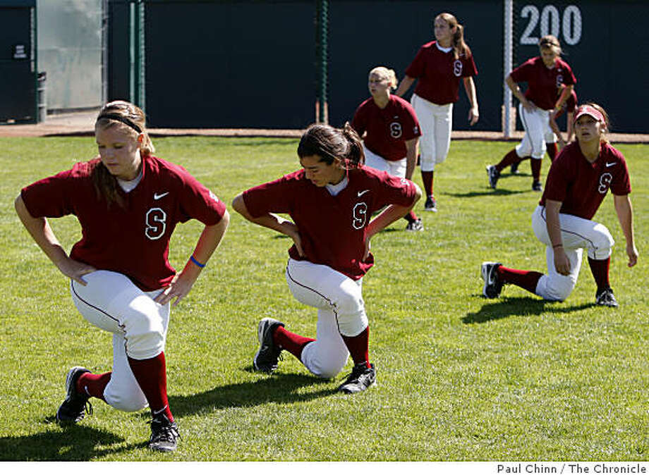 Stanford Cardinal softball players loosen-up before the team's practice using sports performance director Brandon Marcello's dynamic stretching program in Stanford, Calif., on Thursday, March 19, 2009. Photo: Paul Chinn, The Chronicle