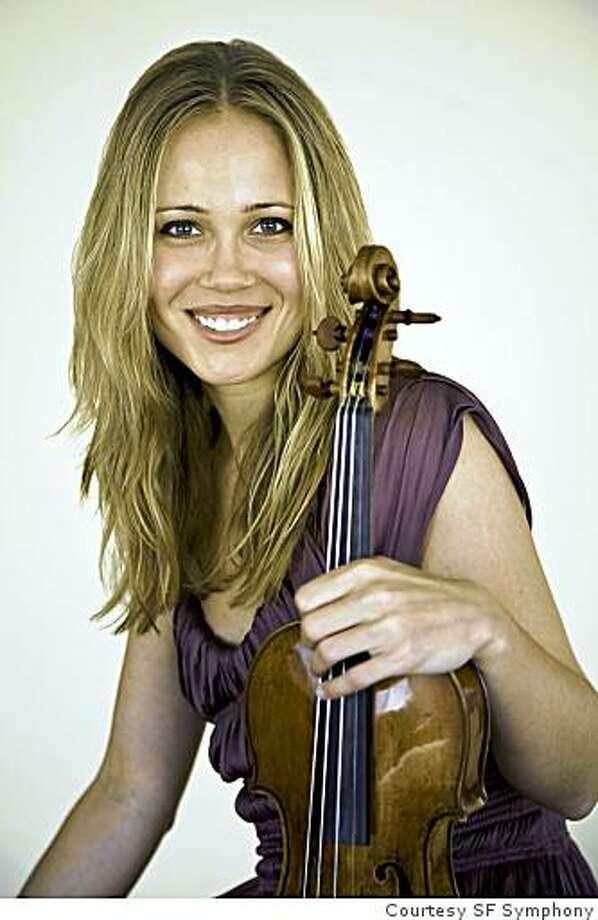 Violinist Leila Josefowicz Photo: Courtesy SF Symphony