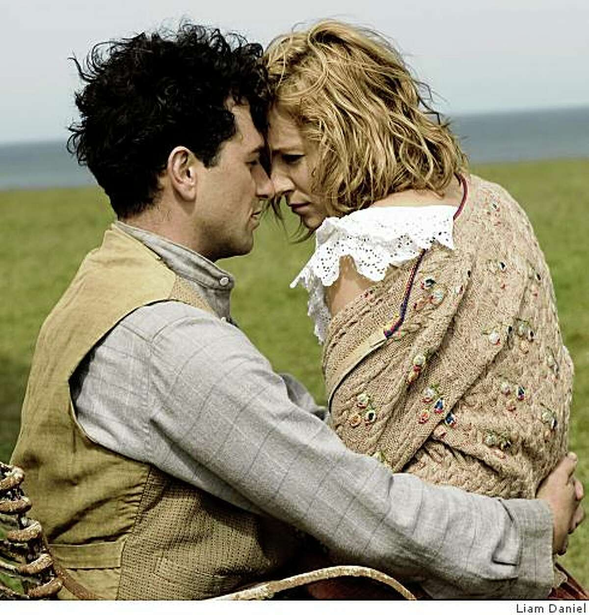 Matthew Rhys as Dylan Thomas (left) and Sienna Miller as Caitlin Thomas (right) in THE EDGE OF LOVE.