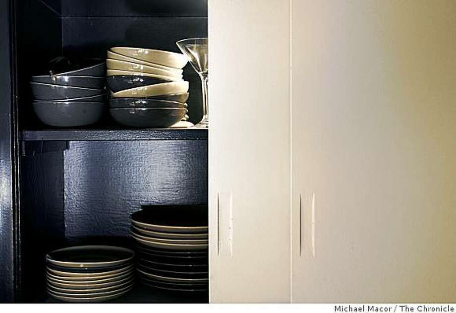 Original kitchen cabinets in an Eichler house were repainted to refresh them. Photo: Michael Macor, The Chronicle