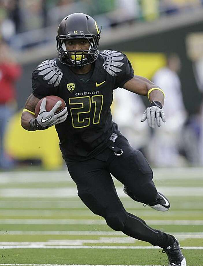 Oregon running back LaMichael James (21) carries the ball during the third quarter of an NCAA college football game against Washington, Saturday, Nov. 6, 2010, in Eugene, Ore. Photo: Rick Bowmer, AP