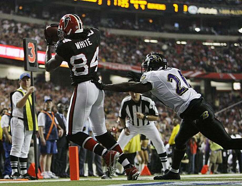 Atlanta Falcons wide receiver Roddy White (84) a touchdown pass as Baltimore Ravens safety Ed Reed (20) defends in the fourth quarter of an NFL football game, Thursday, Nov. 11, 2010 in Atlanta. Photo: David Goldman, AP