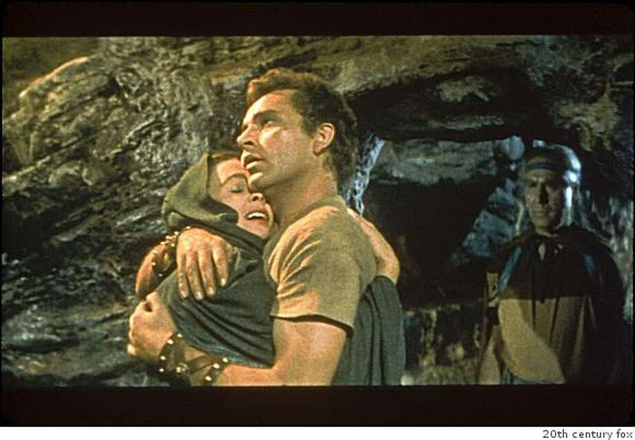 Jean Simmons and Richard Burton in THE ROBE Photo: 20th Century Fox