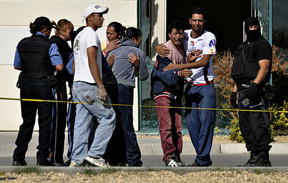 Relatives of fallen police officers react as they arrive to the scene after gunmen attacked a municipal police car in the northern border city of Ciudad Juarez, Mexico, Sunday Nov. 7, 2010. A male and a female officer were killed in the attack.  Juarez has become one of the deadliest cities in the world as rival drug gangs battle for control of smuggling routes. Photo: Raymundo Ruiz, AP