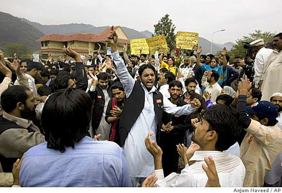 Workers of Pakistani political parties chant slogans during the national flag hoisting ceremony at the residence of reinstated Pakistani Chief Justice Iftikhar Mohammed Chaudhry in Islamabad, Pakistan on Sunday, March 22, 2009. Pakistan's top judge resumed his post at the Supreme Court on Sunday following two years of political turmoil over his ouster in the al-Qaida-threatened, U.S.-allied country. (AP Photo/Anjum Naveed) Photo: Anjum Naveed, AP