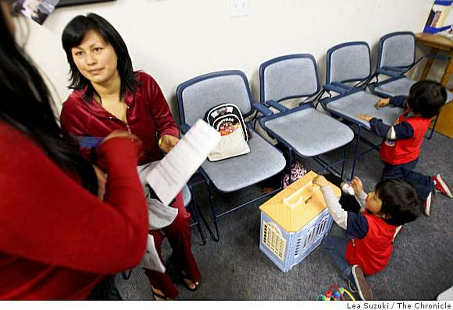 Esperanza Becerra (left) of Half Moon Bay waits for her apppointment in the waiting room with her twin sons Jose Dolores and Luis Dolores, both 3, at Coastside Rota Care Clinic in Half Moon Bay, Calif. on Wednesday March 25, 2009. Photo: Lea Suzuki, The Chronicle