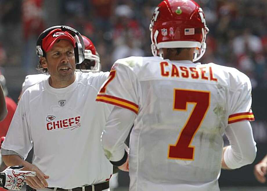 Kansas City Chiefs coach Todd Haley, left, talks with quarterback Matt Cassel (7) during the third quarter of an NFL football game against the Houston Texans, Sunday, Oct. 17, 2010, in Houston. Photo: Bill Haber, AP
