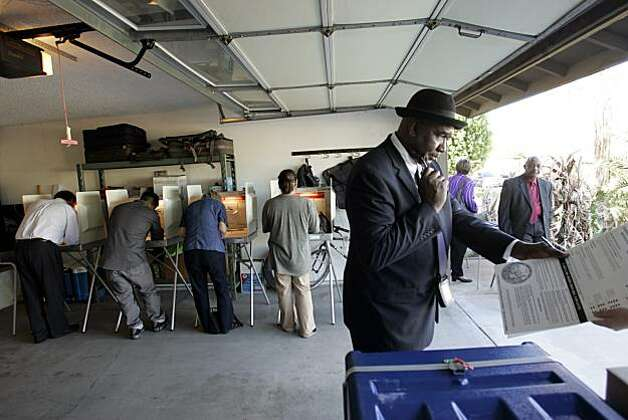 Moese Moffett casts his vote at the voting precinct in Cathedral City, Calif. on Tuesday, Nov. 2, 2010. Photo: Omar Ornelas, AP