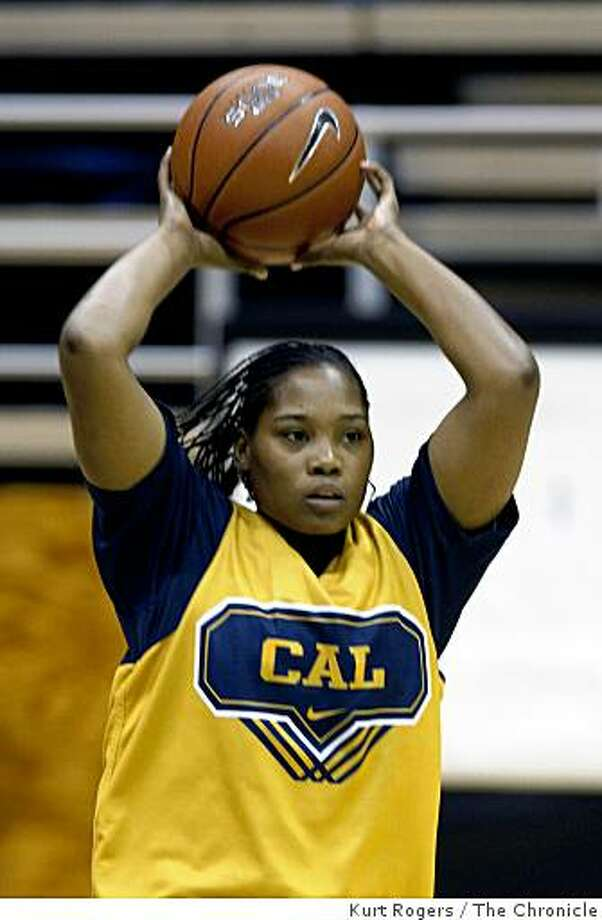 Alexis Gray-Lawson out of Oakland Tech High school warms up in practice. on Friday  Nov 7,  2008 in Berkeley , Calif Photo: Kurt Rogers, The Chronicle