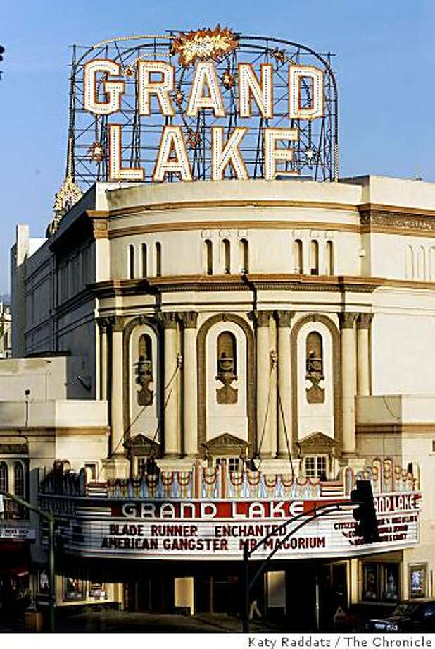 The Grand Lake Theater, on Grand Ave. in Oakland. Photo: Katy Raddatz, The Chronicle