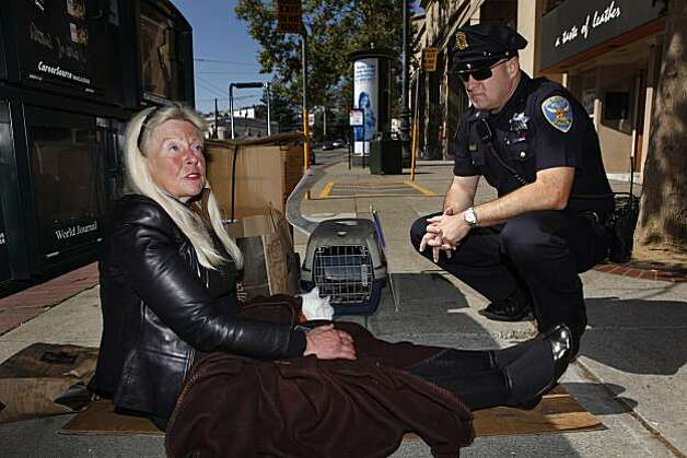 Officer Gary Buckner talks with Jan Cason, who is homeless, as she sits on the sidewalk with her cat, Goldie, in San Francisco, Calif. on Friday September 10, 2010. Photo: Lea Suzuki, The Chronicle