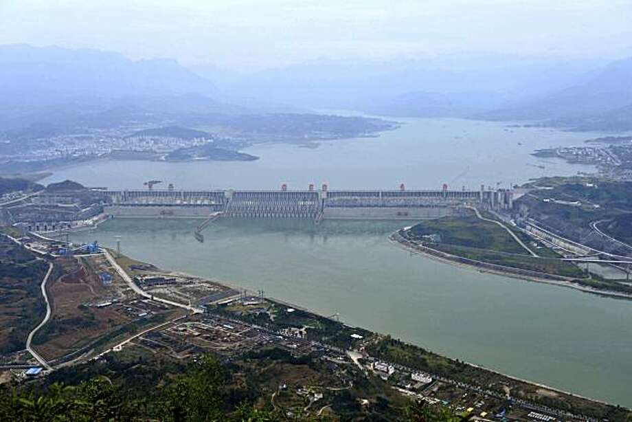 In this photo released by China's Xinhua News Agency, water fills the reservoir of the Three Gorges Dam in Yichang, central China's Hubei Province, Tuesday, Oct. 26, 2010. The water level at the world's largest hydropower plant reaches its maximum capacity Tuesday, meaning that the decades-old project is generating its maximum amount of power for the first time. Photo: Du Huaju, Associated Press