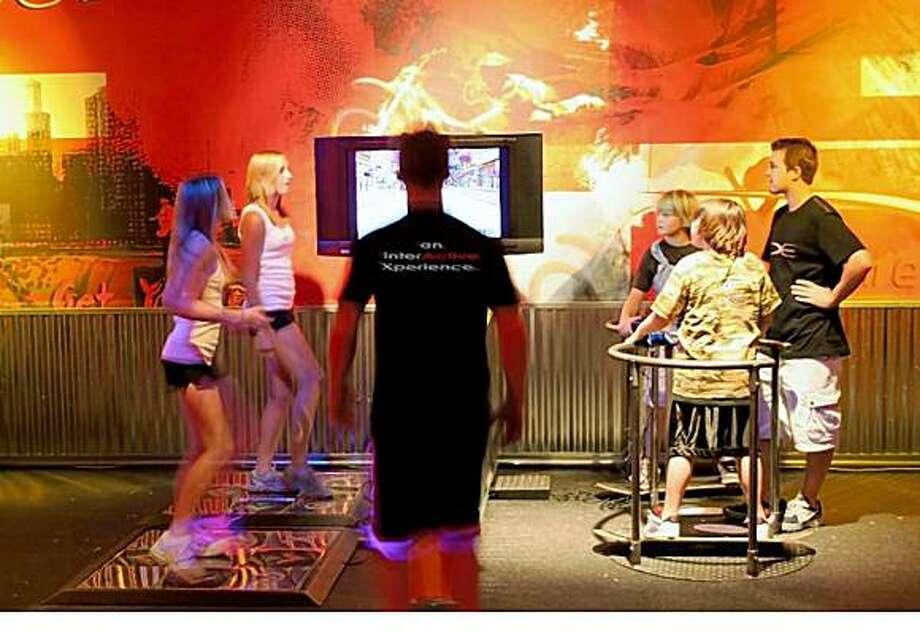high-tech fitness equipment keeps users engaged=>鼠标右键点击图片另存为