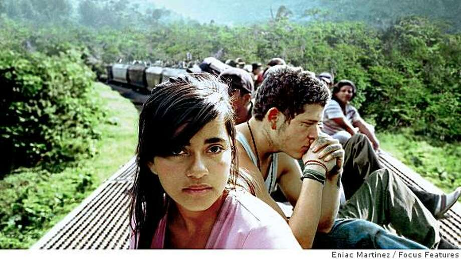 Paulina Gaitan (left) and Edgar Flores (right) star in writer/director Cary Joji Fukunaga's epic dramatic thriller SIN NOMBRE, a Focus Features release. Photo: Eniac Martinez, Focus Features
