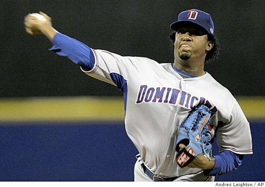 Dominican Republic's Pedro Martinez pitches in the fifth inning of a World Baseball Classic game with the Netherlands in San Juan, Tuesday, March 10, 2009. Photo: Andres Leighton, AP