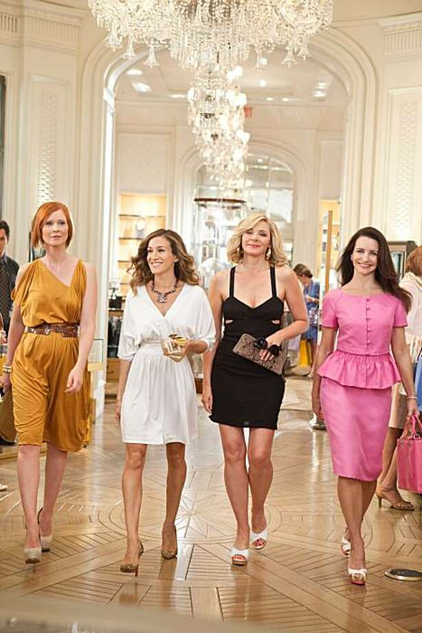 (L-r) CYNTHIA NIXON as Miranda Hobbes, SARAH JESSICA PARKER as Carrie Bradshaw, KIM CATTRALL as Samantha Jones and KRISTIN DAVIS as Charlotte York in New Line CinemaÕs comedy ÒSEX AND THE CITY 2,Ó a Warner Bros. Pictures release. Photo: Craig Blankenhorn, New Line Productions, Inc.