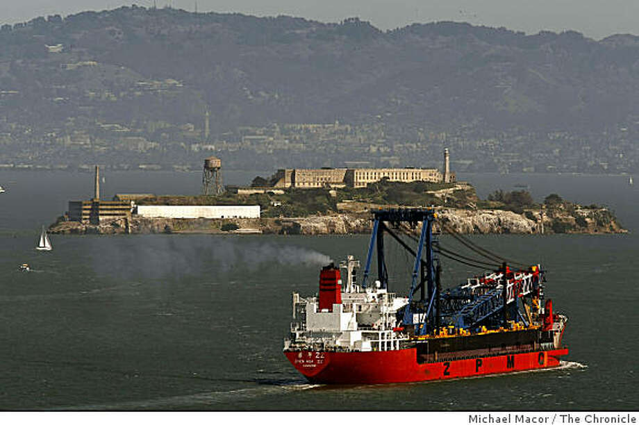 """En route from China, the """"Zhen Hua"""" cargo vessel carries a custom built, 300 foot long construction crane into  San Francisco Bay, passing under the Golden Gate Bridge in San Francisco, Calif. on Thursday, Mar. 12 2009. Photo: Michael Macor, The Chronicle"""
