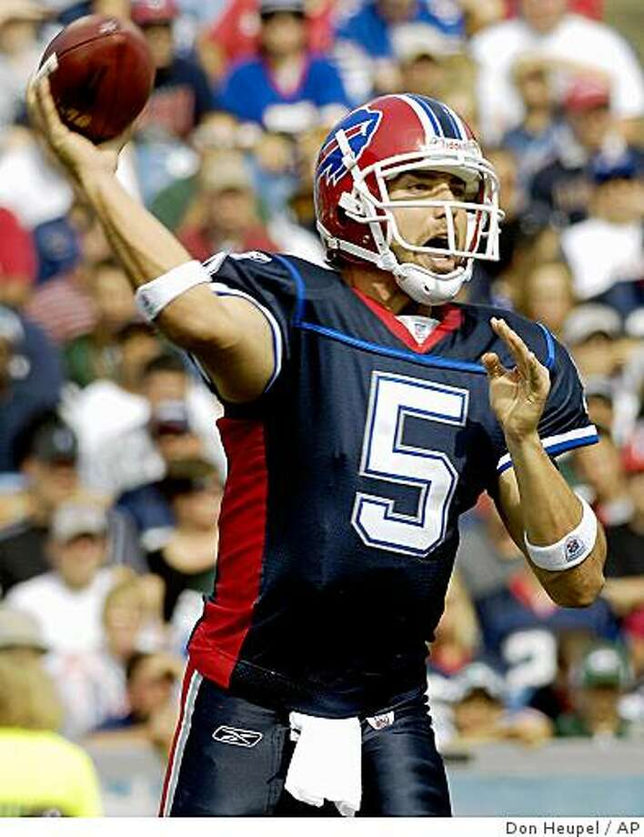 Buffalo Bills quarterback Trent Edwards (5) throws a pass against the New York Jets during the first half of a NFL football game at Ralph Wilson Stadium in Orchard Park, N.Y. on Sunday, Sept. 30, 2007. Buffalo won 17-14. (AP Photo/Don Heupel) Ran on: 10-04-2007 Trent Edwards went 22-for-28 for 234 yards and a TD in his starting debut Sunday. Photo: Don Heupel, AP